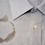 لإزالة بقعة الشاي أو القهوة من الملابس